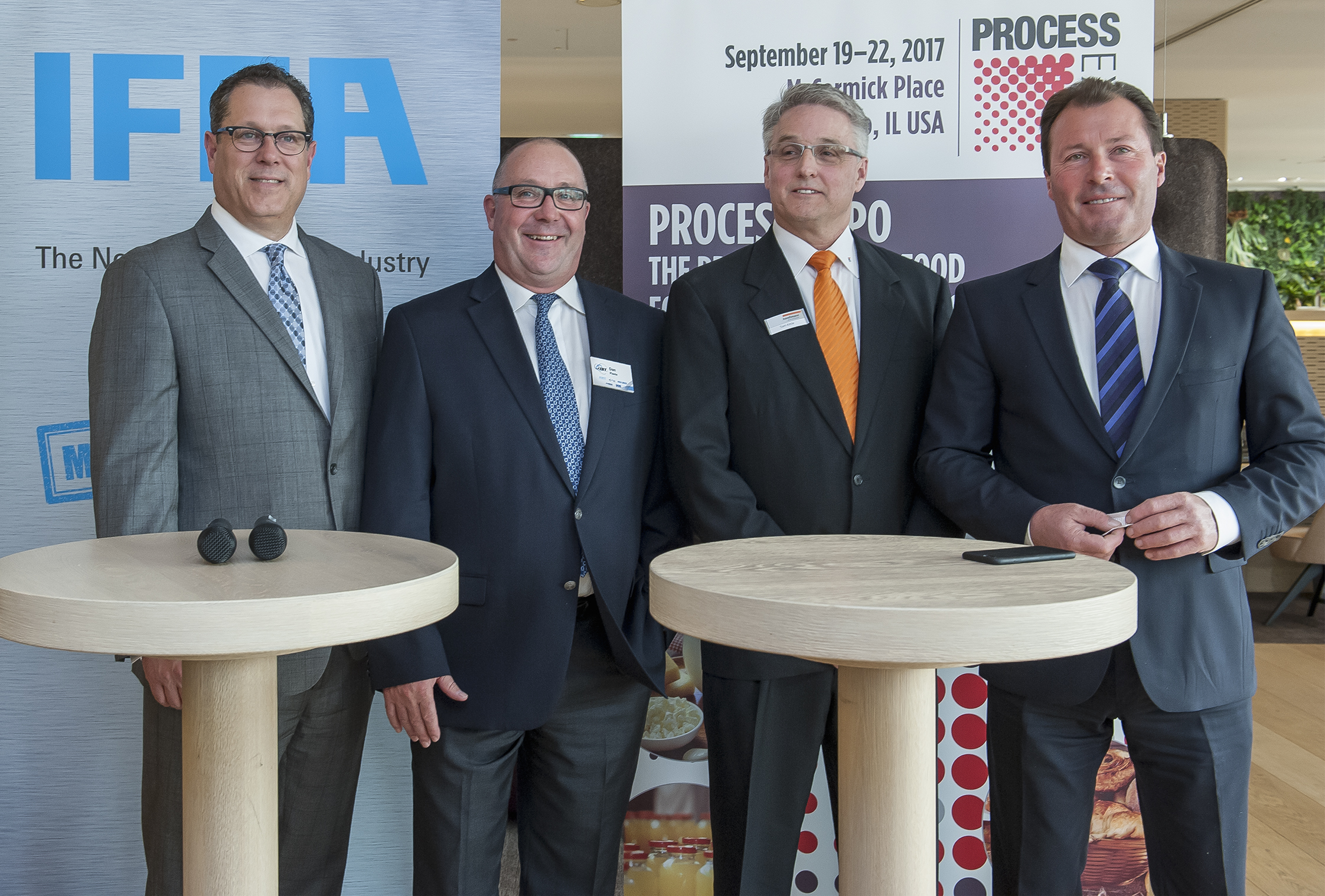 Process Expo: v.l.n.r.: f.l.t.r.: Gil Williams (President of Poly-clip System LLC US), Dan Plante (JBT, Dir. Sales & Marketing / N. America), Tom Kittle (President of Handtmann Inc. and Handtmann Canada Limited), Wolfgang Marzin (President and Chief Executive Officer (CEO) of Messe Frankfurt GmbH)